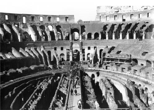 L'intérieur du Colisée.jpg